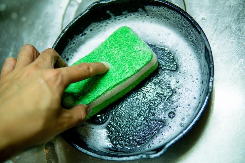 洗剤で洗われたフライパン