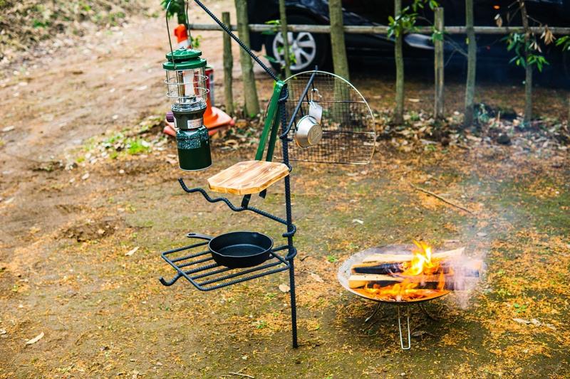 焚き火と焚き火ハンガー